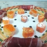 Sushi falso de ahumados y enrollados de jamón serrano