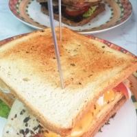 Sandwich de Pollo de 3 pisos. Listo en 15 minutos.